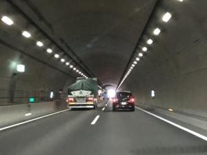 トンネルの多い道