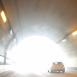 トンネルの出口ではまぶしい